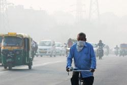 深刻化するインドの大気汚染(Bloomberg)