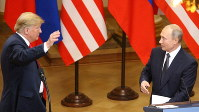 トランプ米大統領(左)とロシアのプーチン大統領=2018年7月16日、高本耕太撮影