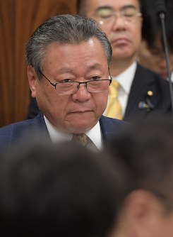 Yoshitaka Sakurada, minister in charges of the Tokyo Olympic and Paralympic Games, is seen at a House of Councillors Cabinet Committee session on Nov. 13, 2018. (Mainichi/Masahiro Kawata)