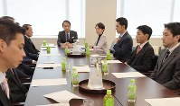Key members of the House of Representatives Judicial Affairs Committee representing ruling and opposition parties are seen in a meeting in Tokyo's Chiyoda Ward on Nov. 14, 2018. (Mainichi/Masahiro Kawata)