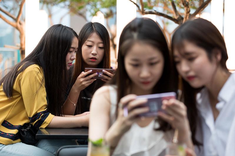 デジタル世代の若者はSNSで自己承認欲求を満たしている