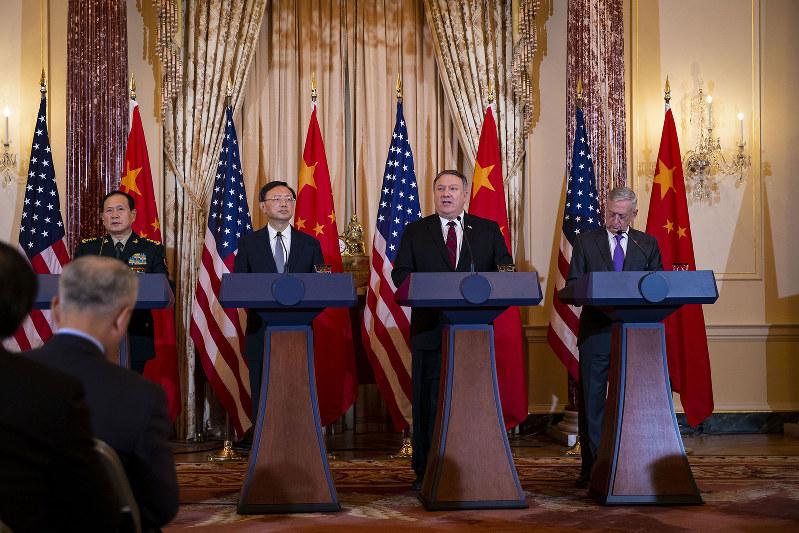 米中の外交・安全保障対話でも、対立構図は変わらず(Bloomberg)