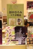 イラストレーターの田中ひろみさんがデザインしたクリアケース=東京都台東区の東京国立博物館で、根岸基弘撮影