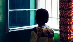 武装集団に夫を殺害された後、レイプされた女性=「国境なき医師団」提供