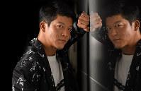 ドラマ「なめとんか やしきたかじん誕生物語」で主演の駿河太郎=大阪市北区で、山崎一輝撮影