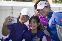Hazel Paredes, left, and her sister Dylan get a selfie with Ariya Jutanugarn after the third round of the CME Group Tour Championship golf tournament on Nov. 17, 2018, at Tiburon Golf Club in Naples Fla. (Amanda Inscore/The News-Press via AP)