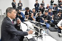 Nissan Motor Co. President Hiroto Saikawa speaks at a news conference in Yokohama's Nishi Ward on Nov. 19, 2018, following the arrest of the company's chairman, Carlos Ghosn. (Mainichi/Toshiki Miyama)