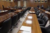 The House of Representatives Judicial Affairs Committee room is seen empty as the panel failed to start deliberations on a bill to accept more foreign workers into Japan, in this photo taken on Nov. 16, 2018. (Mainichi/Masahiro Kawata)