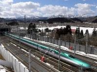 北海道新幹線=北海道知内町で、竹内幹撮影