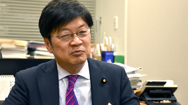 阿達雅志氏=須藤孝撮影