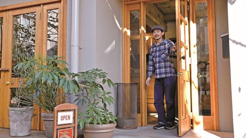 コーヒー専門店「パドラーズコーヒー」の代表、松島大介さん=筆者提供