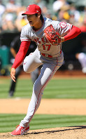 Shohei Ohtani of the Los Angeles Angels recorded four wins as a pitcher and showed his abundant talent in his first year in the major leagues. (Sponichi)