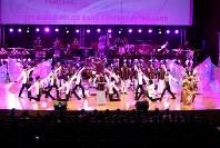 「第23回世界のお巡りさんコンサートinタイ」。様々なパフォーマンスを披露したタイ国家警察音楽隊=タイ・バンコクで2018年11月25日午後、松田嘉徳撮影