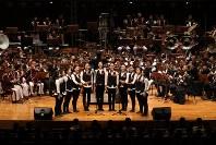 「第23回世界のお巡りさんコンサートinタイ」。合同演奏で「花」を合唱した警視庁音楽隊のMEC=タイ・バンコクで2018年11月25日午後、松田嘉徳撮影