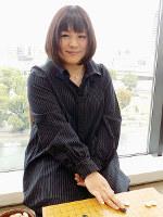 集中したときの強さが際立つ。「いつもできたらいいんですけど」と笑う田村千明三段=大阪市中央区の関西棋院囲碁サロンで、新土居仁昌撮影