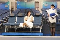 A380のカウチシートに座る綾瀬はるかさん=東京都中央区で2018年11月27日、米田堅持撮影