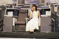 A380のビジネスシートに座る綾瀬はるかさん=東京都中央区で2018年11月27日、米田堅持撮影