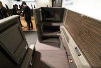 A380のファーストクラスシート=東京都中央区で2018年11月27日、米田堅持撮影