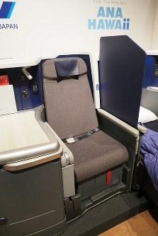 A380のビジネスクラスシート=東京都中央区で2018年11月27日、米田堅持撮影
