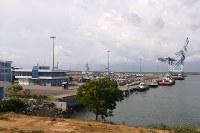 中国主導のスリランカとの合弁企業が運営するスリランカ南部ハンバントタ港=2018年10月24日撮影(港湾関係者提供)