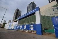 スリランカのコロンボでは中国企業によるビルなどの建設も進む=コロンボで2018年10月24日、松井聡撮影