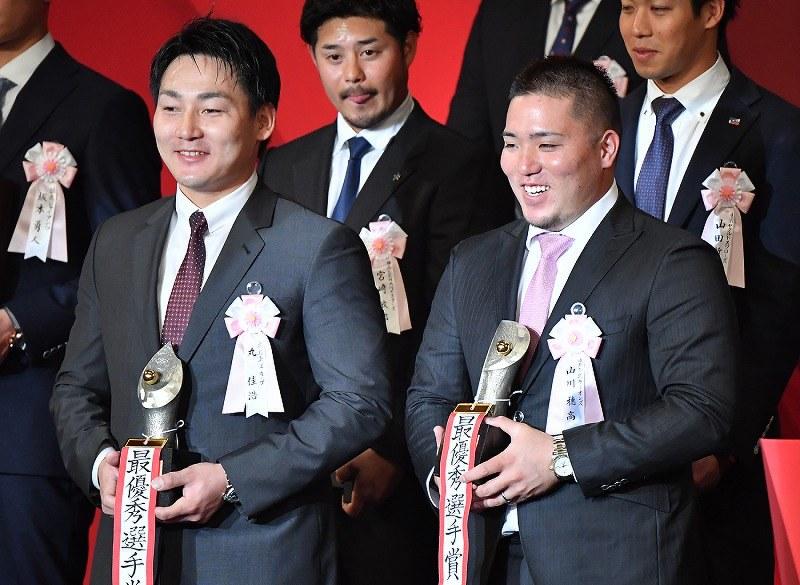 プロ野球:MVPに広島・丸が2年連...