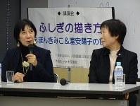 作品について語り合う児童文学作家のあまんきみこさん(右)と富安陽子さん=東大阪市荒本北1の大阪府立中央図書館で