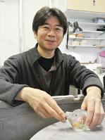 小林俊和さん=富山県高岡市木津のグラススタジオ・チロで、青山郁子撮影
