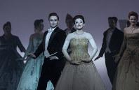 ルクセンブルクで上演されたロバート・ウィルソン演出の「椿姫」(C)Lucie Jansch