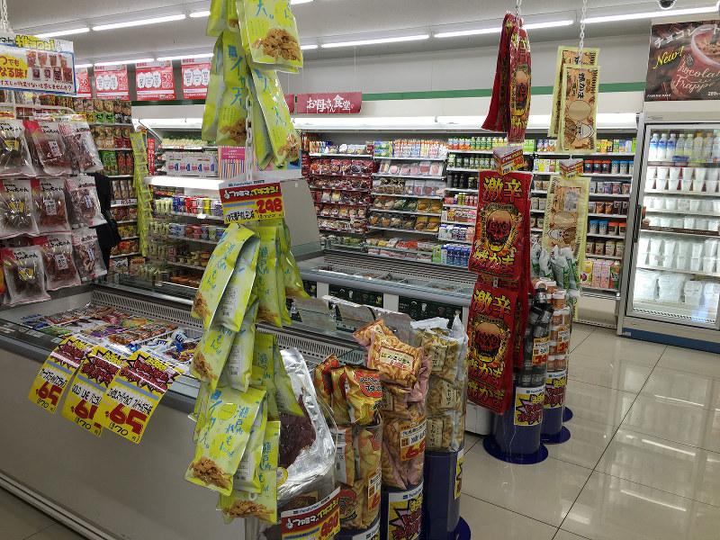 ドン・キホーテの売り場作りを取り入れた共同実験店(東京都立川市、ファミリーマート立川南通り店)