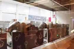 厨房には調理ロボットがズラリ(天津市の未来餐庁)