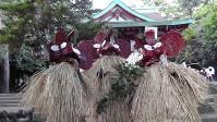 薩摩硫黄島の来訪神「メンドン」=鹿児島県三島村 (鹿児島県文化財課提供)
