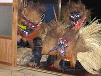 「甑島のトシドン」=鹿児島県薩摩川内市(文化庁提供)