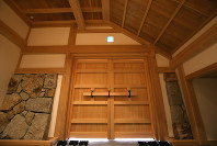 尼崎城の入り口=兵庫県尼崎市で2018年11月30日、梅田麻衣子撮