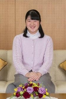 17歳の誕生日を迎えられる愛子さま=東京都港区の東宮御所で2018年11月25日、宮内庁提供