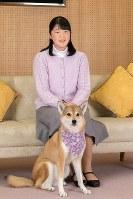 17歳の誕生日を迎えられる愛子さまと愛犬の由莉=東京都港区の東宮御所で2018年11月25日、宮内庁提供