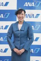 ANA地上職の初代制服(1968年7月1日~72年5月31日・デザイナーは日本ユニフォームセンター)=東京都大田区の羽田空港で2018年12月1日、米田堅持撮影