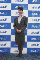 ANA地上職の5代目制服(1990年11月1日~2005年4月30日・デザイナーは芦田淳)=東京都大田区の羽田空港で2018年12月1日、米田堅持撮影