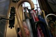 マナハウスの玄関=東京都世田谷区で2018年10月、和田大典撮影