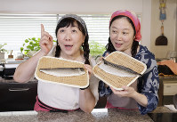 今回は広島で習った郷土料理「ちしゃもみ」。塩サバをつかって作ります=尾籠章裕撮影