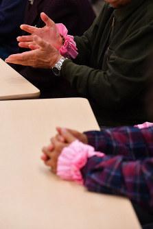 「優生保護法被害者の声を伝える院内集会」で発言する被害者ら=東京都千代田区で2018年12月4日、渡部直樹撮影
