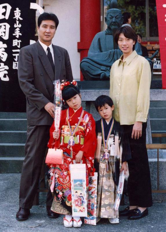 画像】渡邊雄太の家族が凄い!父と母と姉も高身長でバスケ選手だった?|Blanket News