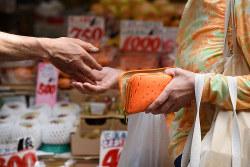 軽減税率の導入で混乱が予想される…… Bloomberg