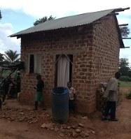 ケニアのアカデミーに特待生で合格したコリンズ・オティエノさんの自宅ソルティーロ提供
