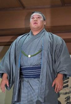 記者会見で、付け人への暴行を受けて引退を発表する貴ノ岩=東京都台東区で2018年12月7日午後7時34分、竹内紀臣撮影