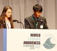 総会で報告する芝幸志朗さん(右)=和歌山市手平の和歌山ビッグホエールで、山本芳博撮影