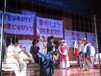 「マラー/サド」(東京公演)の1場面=東京都千代田区のイタリア文化会館で2018年10月13日