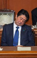 Prime Minister Shinzo Abe closes his eyes during a House of Councillors plenary session where opposition parties submitted a censure motion against him on Dec. 7, 2018. (Mainichi/Naoki Watanabe)