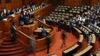 Legislators are seen voting in a House of Councillors plenary session on Dec. 8, 2018. (Mainichi/Naoaki Hasegawa)