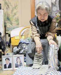 Fumiko Hagiyama, whose son Yoshihisa Hagiyama was killed in a road rage accident, shows his clothes and talks about him in Shimizu Ward in the central Japan city of Shizuoka, Shizuoka Prefecture, on Nov. 7, 2018. (Mainichi/Shotaro Kinoshita)
